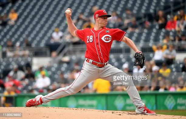 Anthony DeSclafani of the Cincinnati Reds delivers a pitch in the first inning during the game against the Pittsburgh Pirates at PNC Park on April 7...