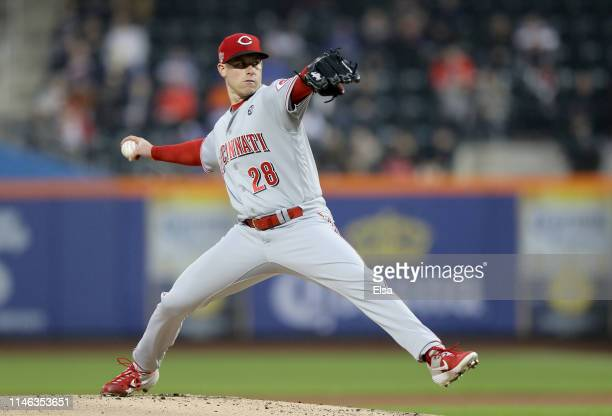 Anthony DeSclafani of the Cincinnati Reds delivers a pitch in the first inning against the New York Meagainst the New York Metsat Citi Field on May...