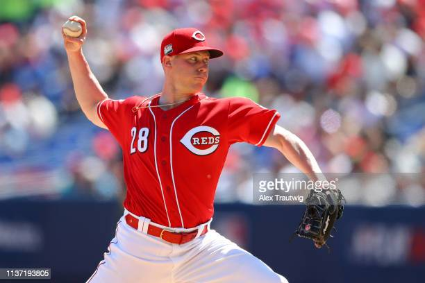 Anthony DeSclafani of the Cincinnati Reds pitches during the game between the St Louis Cardinals and the Cincinnati Reds at Estadio de Beisbol...