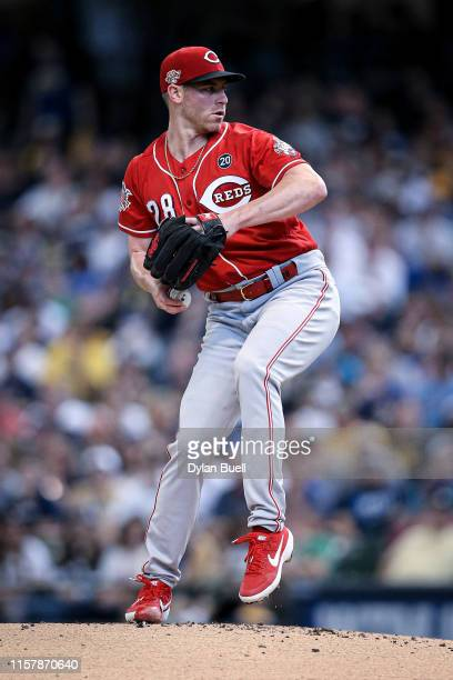 Anthony DeSclafani of the Cincinnati Reds pitches in the first inning against the Milwaukee Brewers at Miller Park on June 23, 2019 in Milwaukee,...