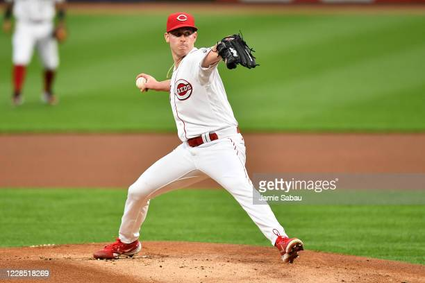 Anthony DeSclafani of the Cincinnati Reds pitches in the first inning against the Pittsburgh Pirates during game two of a doubleheader at Great...