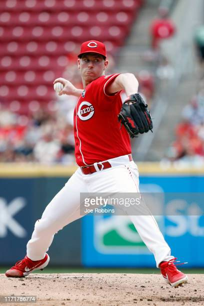 Anthony DeSclafani of the Cincinnati Reds pitches in the second inning against the Philadelphia Phillies at Great American Ball Park on September 2,...