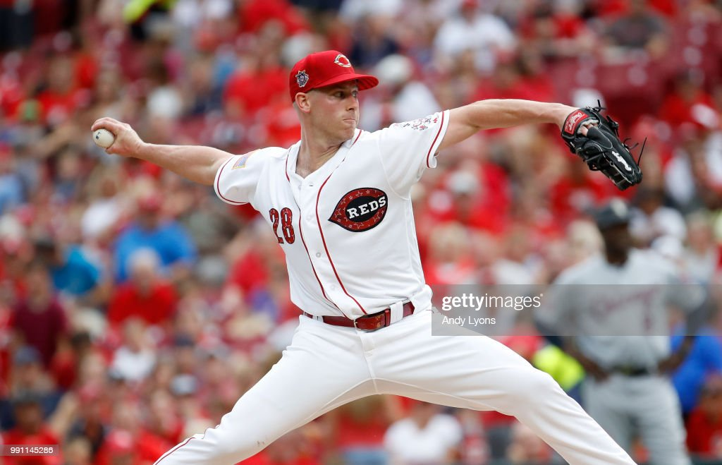 Anthony DeSclafani #28 of the Cincinnati Reds throws a pitch against the Chicago White Sox at Great American Ball Park on July 3, 2018 in Cincinnati, Ohio.