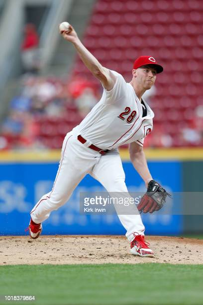 Anthony DeSclafani of the Cincinnati Reds throws a pitch during the second inning of the game against the San Francisco Giants at Great American Ball...
