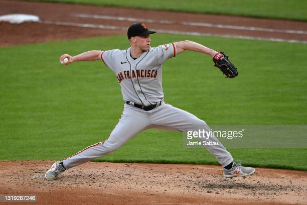 Anthony DeSclafani of the San Francisco Giants pitches against the Cincinnati Reds at Great American Ball Park on May 18, 2021 in Cincinnati, Ohio.