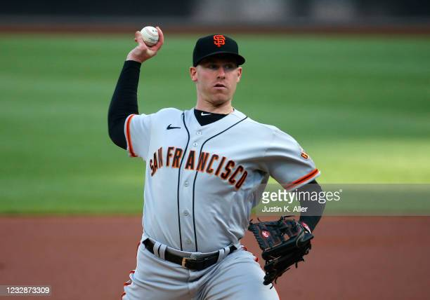 Anthony DeSclafani of the San Francisco Giants pitches in the first inning against the Pittsburgh Pirates at PNC Park on May 13, 2021 in Pittsburgh,...
