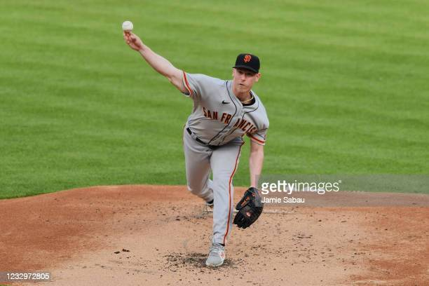 Anthony DeSclafani of the San Francisco Giants pitches in the first inning against the Cincinnati Reds at Great American Ball Park on May 18, 2021 in...