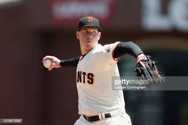 Anthony DeSclafani of the San Francisco Giants pitches in the top of the first inning against the Los Angeles Dodgers at Oracle Park on May 23, 2021...