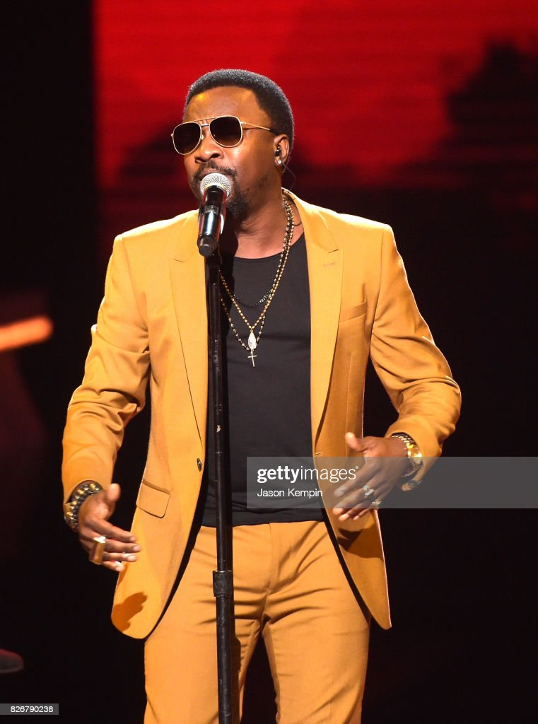 Anthony Hamilton performs onstage during Black Girls Rock! 2017 at NJPAC on August 5, 2017 in Newark, New Jersey.