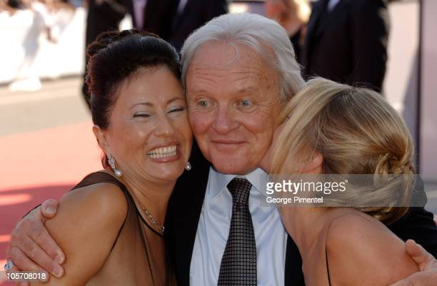 Anthony Hopkins with wife Stella Arroyave and Lisa Pepper