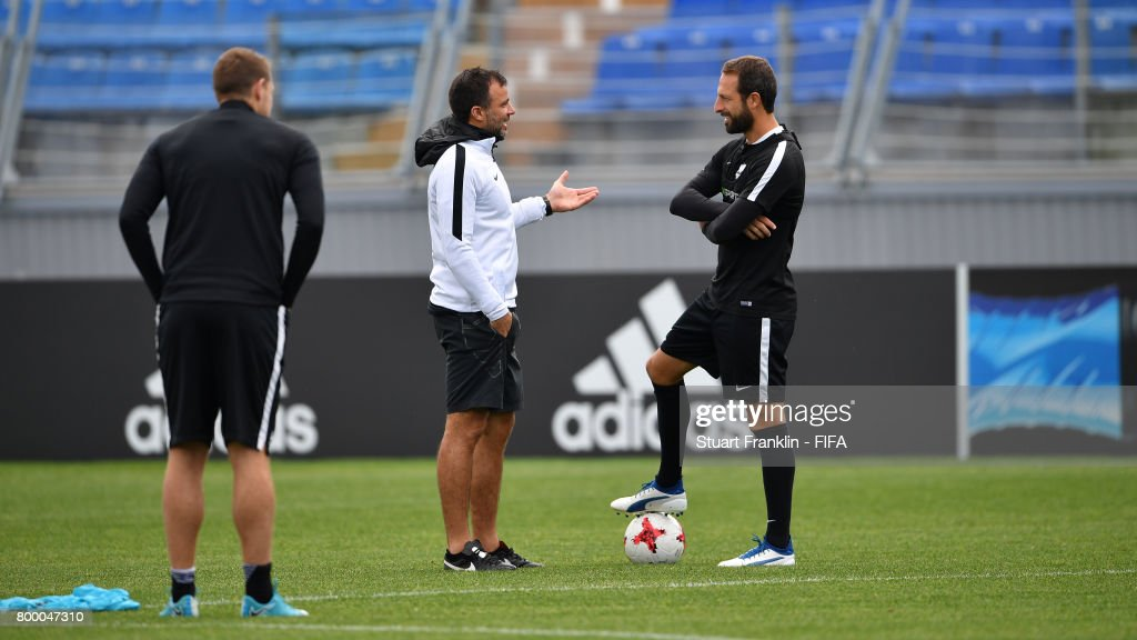 Anthony Hudson, head coach of New Zealnd talks with Andrew Durante during a training session of the New Zealand national football team on June 23, 2017 in Saint Petersburg, Russia.