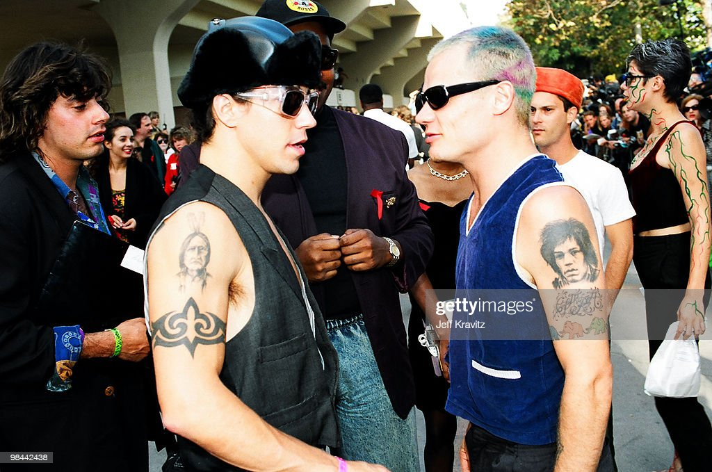 """Kirk Hammet interview on GN'R guys becoming """"unacessible"""" and a """"third party"""" account of the Axl feud with Kuurt Cobain Anthony-kiedis-and-flea-picture-id98442438"""