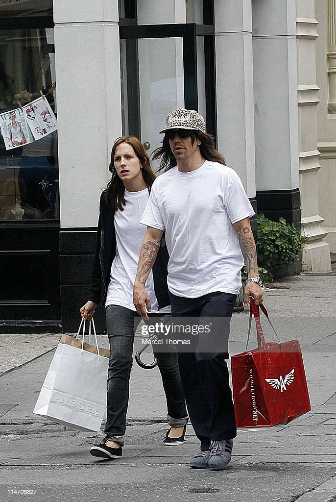 Anthony Kiedis Sighting In New York - June 25, 2006 : News Photo