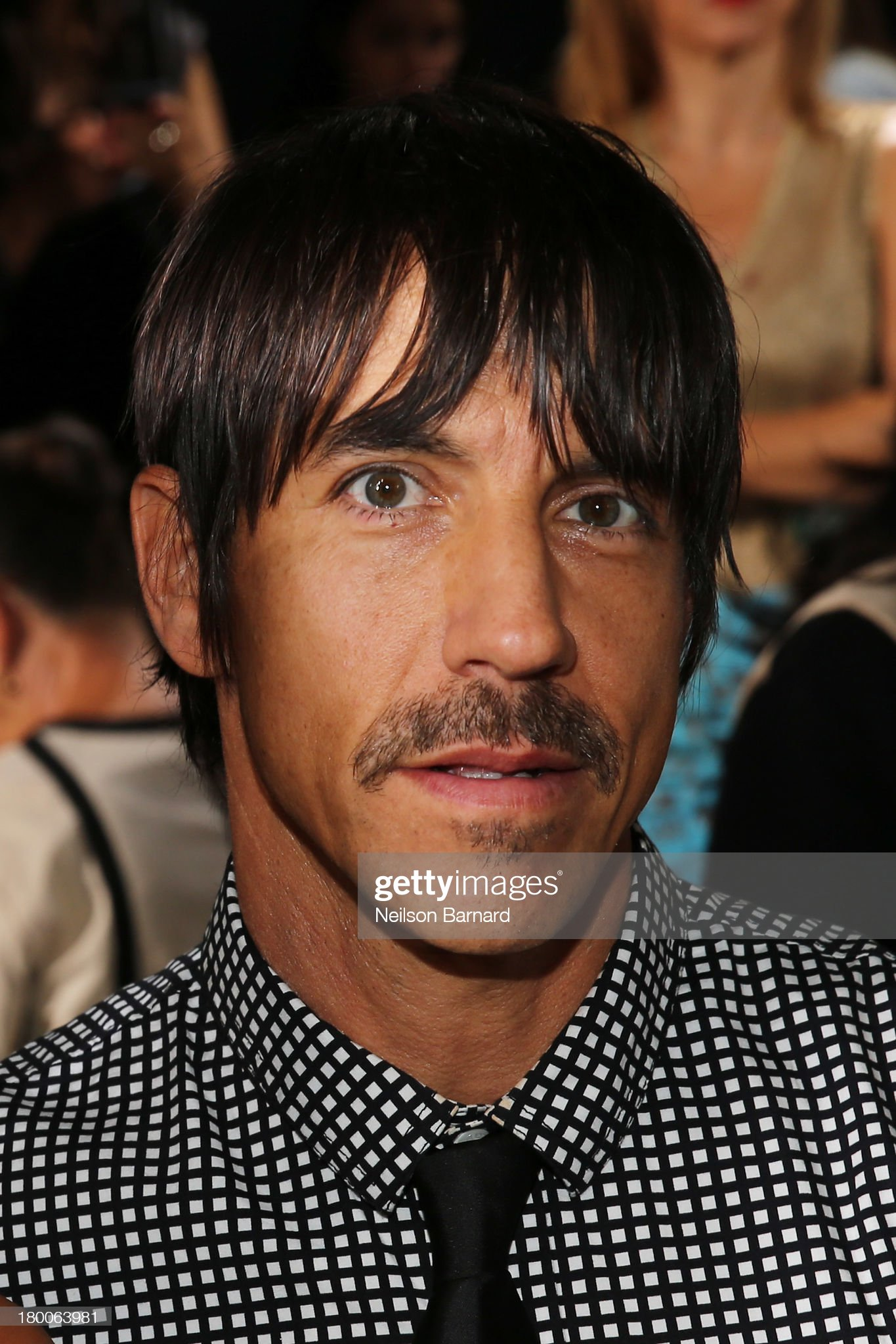 ¿Cuánto mide Anthony Kiedis? - Altura - Real height Anthony-kiedis-attends-dkny-womens-fashion-show-during-mercedesbenz-picture-id180063981?s=2048x2048