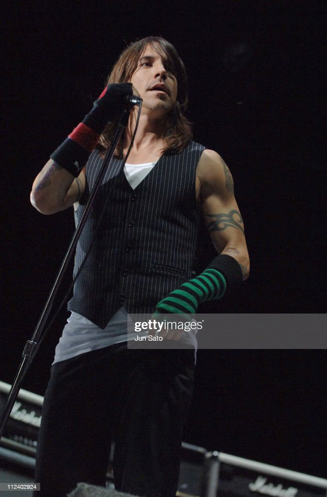 Fuji Rock Festival '06 - Day 2 - Red Hot Chili Peppers : News Photo
