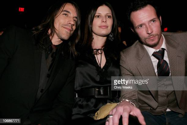 Anthony Kiedis Scott Weiland and guest front row at Louis Verdad Fall 2006