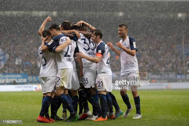 Anthony Losilla of VfL Bochum celebrates with teammates after scoring his team's first goal during the Second Bundesliga match between VfL Bochum...