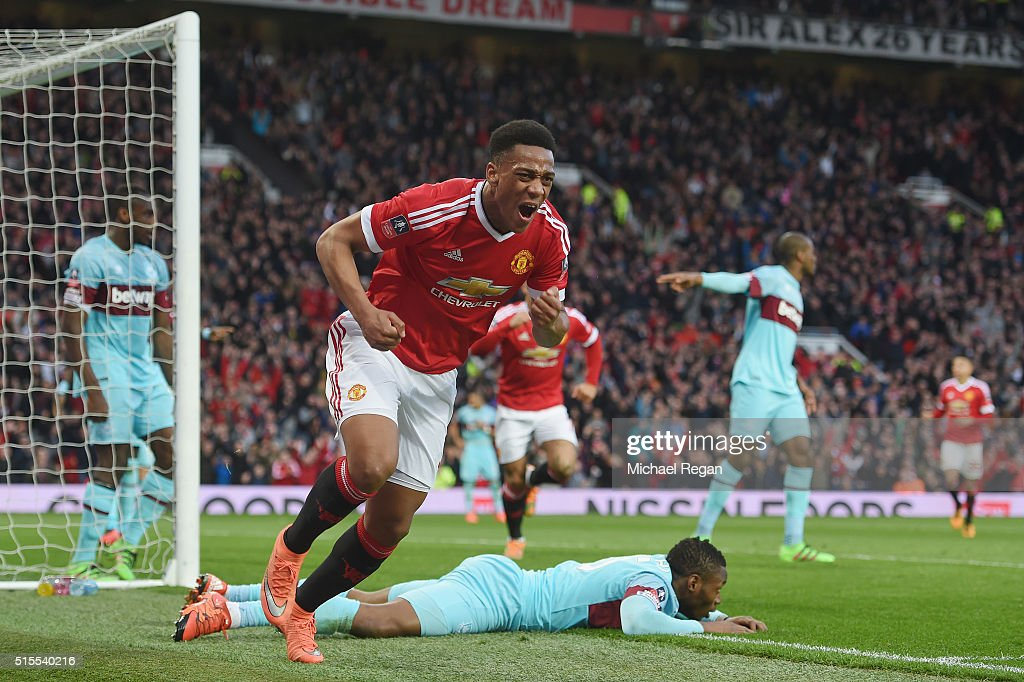 Manchester United v West Ham United - The Emirates FA Cup Sixth Round Replay : News Photo