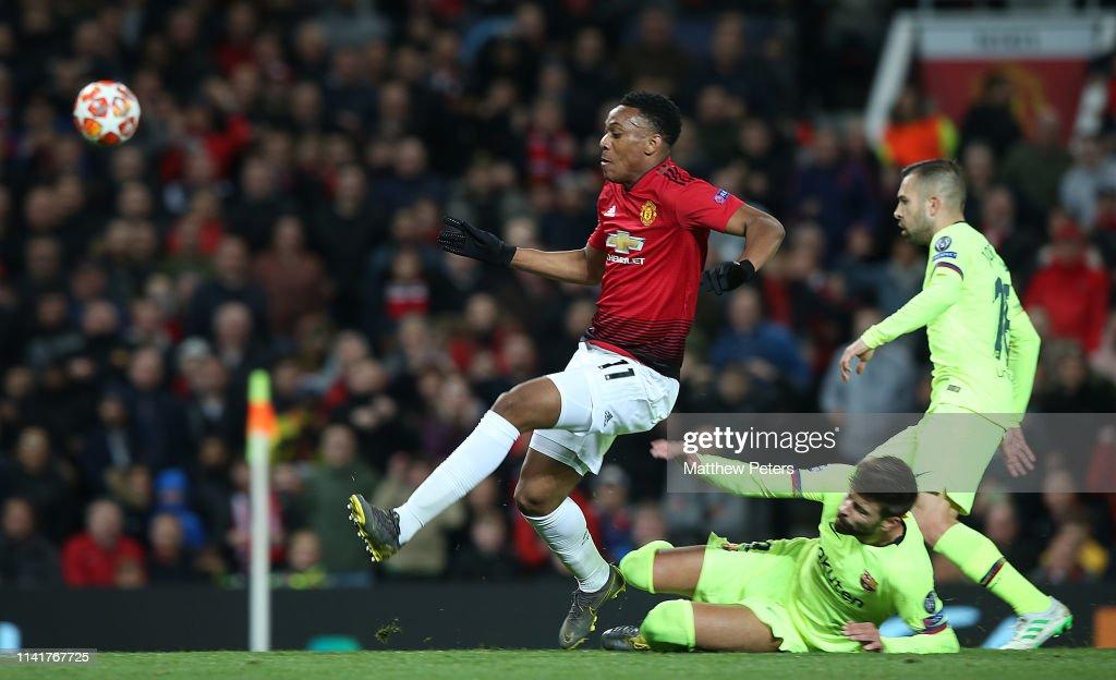 Manchester United v FC Barcelona - UEFA Champions League Quarter Final: First Leg : News Photo