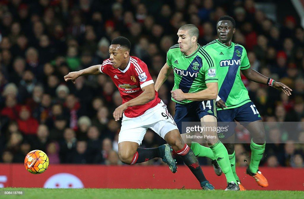 Manchester United v Southampton - Premier League : Fotografía de noticias