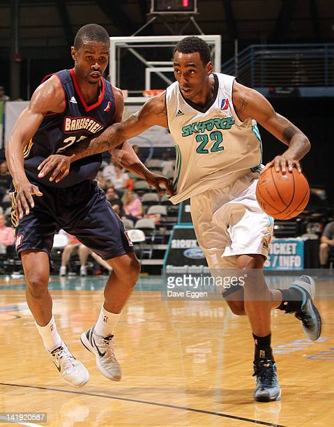 Anthony Mason from the Sioux Falls Skyforce drives against Renaldo Major from the Bakersfield Jam in the second half of their NBA D-League game March...