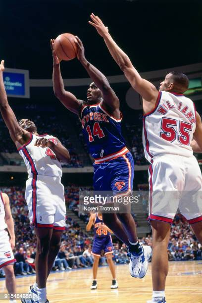 Anthony Mason of the New York Knicks shoots during a game played on April 2 1995 at Continetal Airlines Arena in East Rutherford New Jersey NOTE TO...