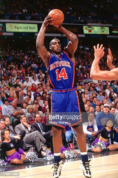 Anthony Mason of the New York Knicks shoots the ball against the Sacramento Kings on February 28 1996 at Arco Arena in Sacramento California NOTE TO...