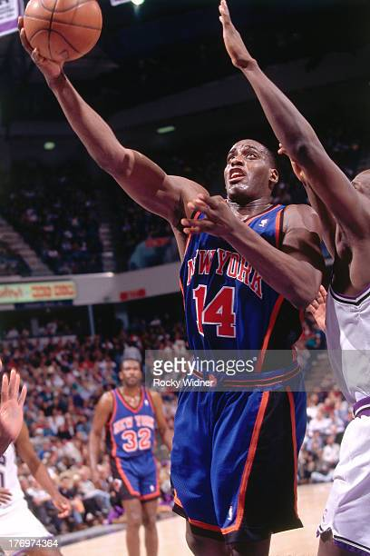 Anthony Mason of the New York Knicks shoots the ball against the Sacramento Kings on February 28, 1996 at Arco Arena in Sacramento, California. NOTE...