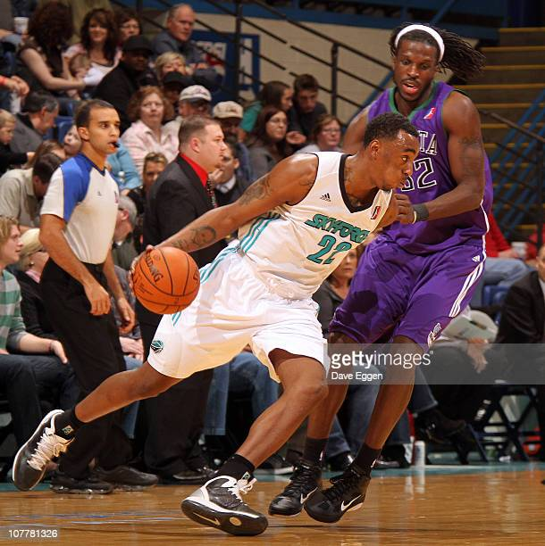 Anthony Mason of the Sioux Falls Skyforce drives against DeMarre Carroll of the Dakota Wizards in the first half of their game December 25, 2010 at...