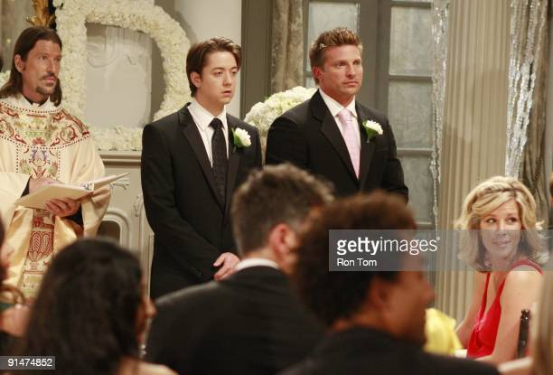 HOSPITAL Anthony Michael Jones Bradford Anderson Steve Burton and Laura Wright in a scene that airs the week of September 21 2009 on Walt Disney...
