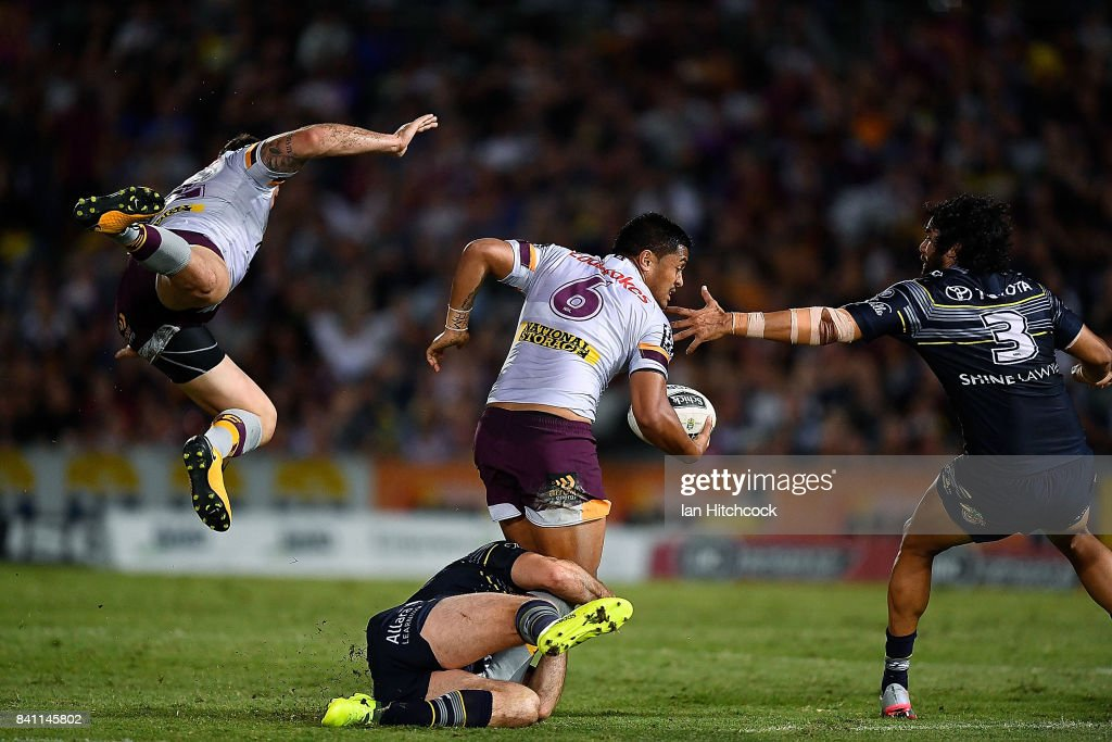 Anthony Milford of the Broncos looks to get a pass away next to a flying Matt Gillett of the Broncos during the round 26 NRL match between the North Queensland Cowboys and the Brisbane Broncos at 1300SMILES Stadium on August 31, 2017 in Townsville, Australia.