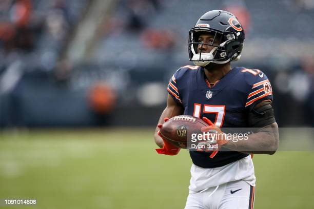 Anthony Miller of the Chicago Bears warms up before the NFC Wild Card Playoff game against the Philadelphia Eagles at Soldier Field on January 06...