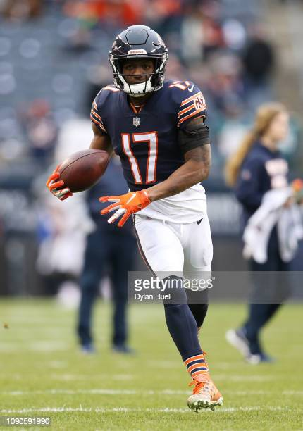 Anthony Miller of the Chicago Bears warms up prior to the NFC Wild Card Playoff game against the Philadelphia Eagles at Soldier Field on January 06...