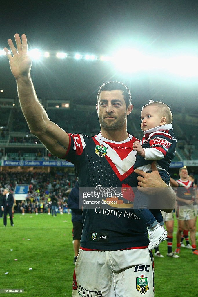 Anthony Minichiello of the Roosters thanks the crowd holding is daughter after winning the round 26 NRL match between the Sydney Roosters and the South Sydney Rabbitohs at Allianz Stadium on September 4, 2014 in Sydney, Australia.
