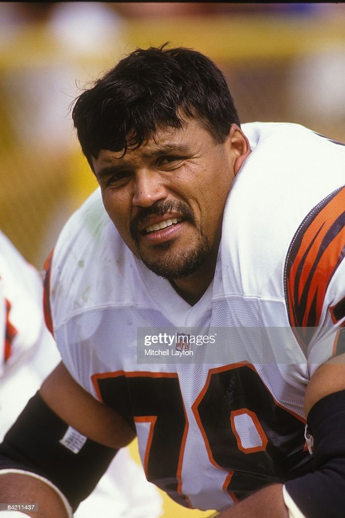 Anthony Munoz of the Cincinnati Bengals during a NFL ...