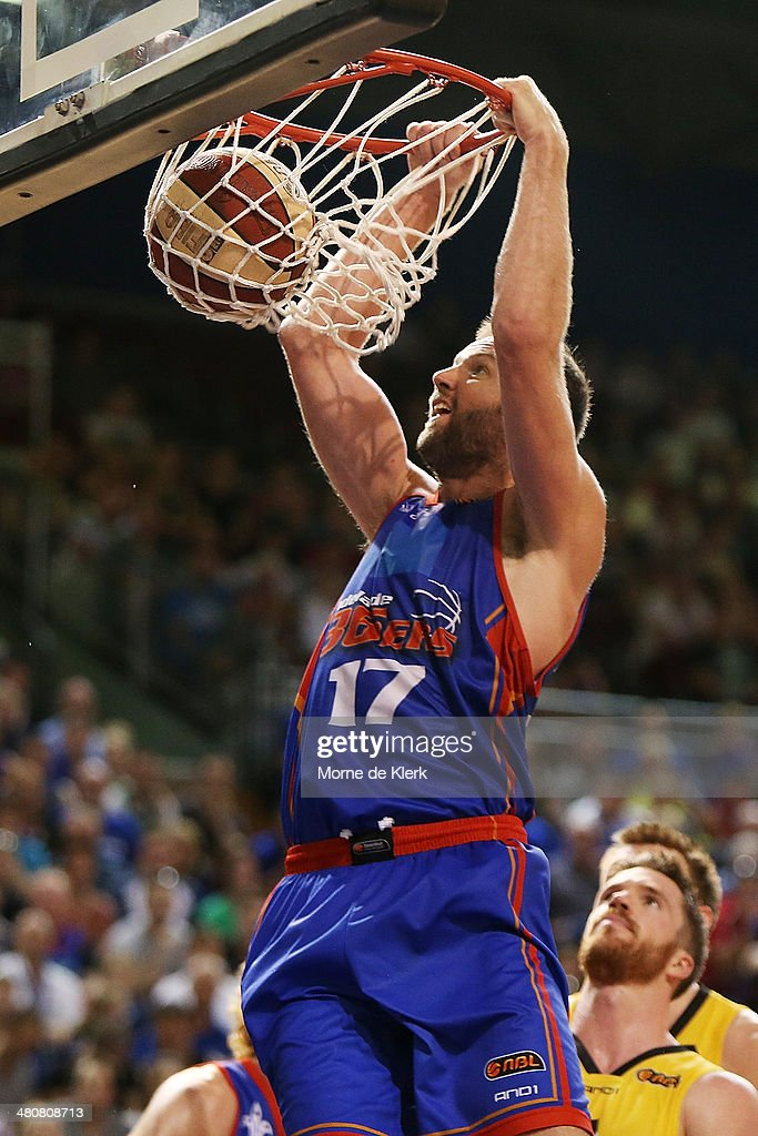 Adelaide v Melbourne - NBL Semi Final: Game 1 : News Photo