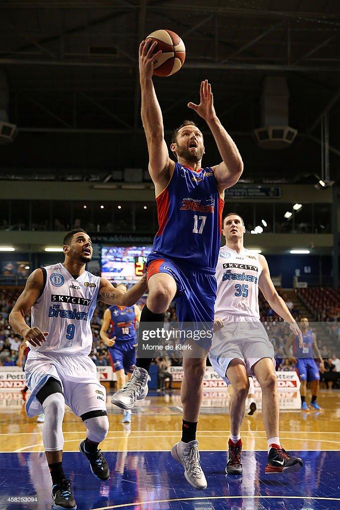 NBL Rd 4 - Adelaide v New Zealand : News Photo