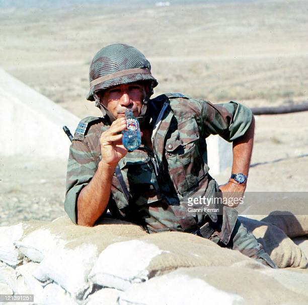 Anthony Quinn during the filming of the movie 'Los Centuriones' directed byr Mark Robson Almeria Spain