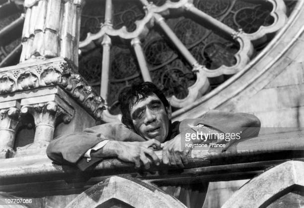 Message à MiG  - Page 3 Anthony-quinn-stars-as-quasimodo-in-the-film-the-hunchback-of-notre-picture-id107707086?s=612x612