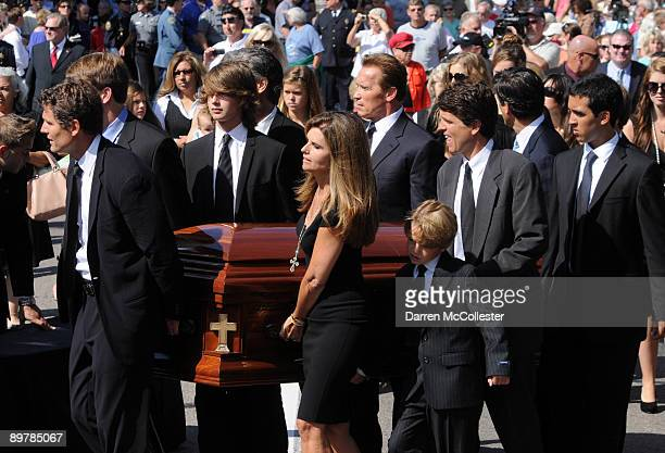 Anthony Shriver, Patrick Schwarzenegger, Maria Shriver, Arnold Schwarzenegger, Tim Shiver Jr., Tim Shriver, and Sam Shiver carry the coffin of Eunice...