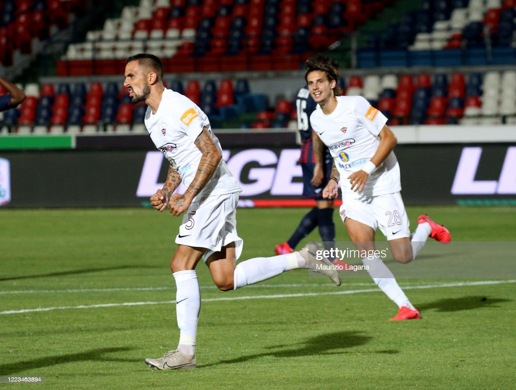 Anthony Taugourdeau of Trapani celebrates after scoring his team's ...