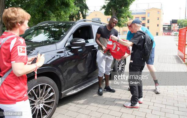 Anthony Ujah of 1 FC Union Berlin sign Autographs before the Final Press Conference on June 28, 2020 in Berlin, Germany.
