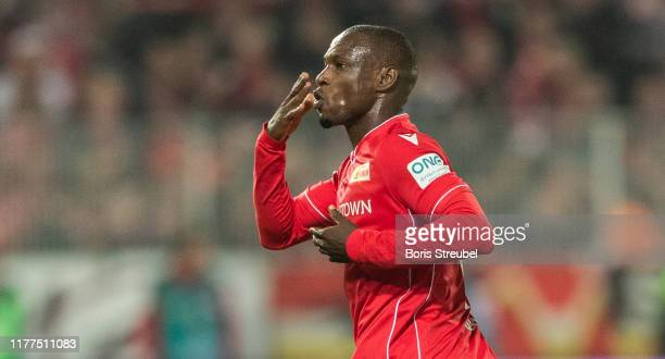 Anthony Ujah of 1FC Union Berlin celebrates with team mates after scoring his team's first goal during the Bundesliga match between 1 FC Union Berlin...