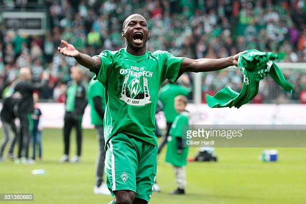 Anthony Ujah of Bremen celebrate after the Bundesliga match SV Werder Bremen and Eintracht Frankfurt at Weserstadion on May 14 2016 in Bremen Germany