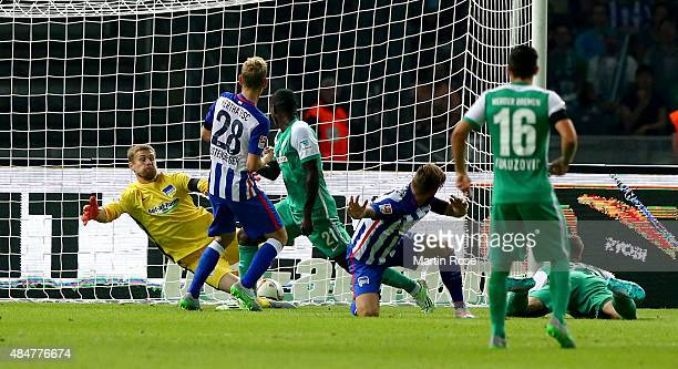 Anthony Ujah of Bremen is scoring the equalizing goal during the Bundesliga match between Hertha BSC Berlin and SV Werder Bremen at Olympiastadion on...