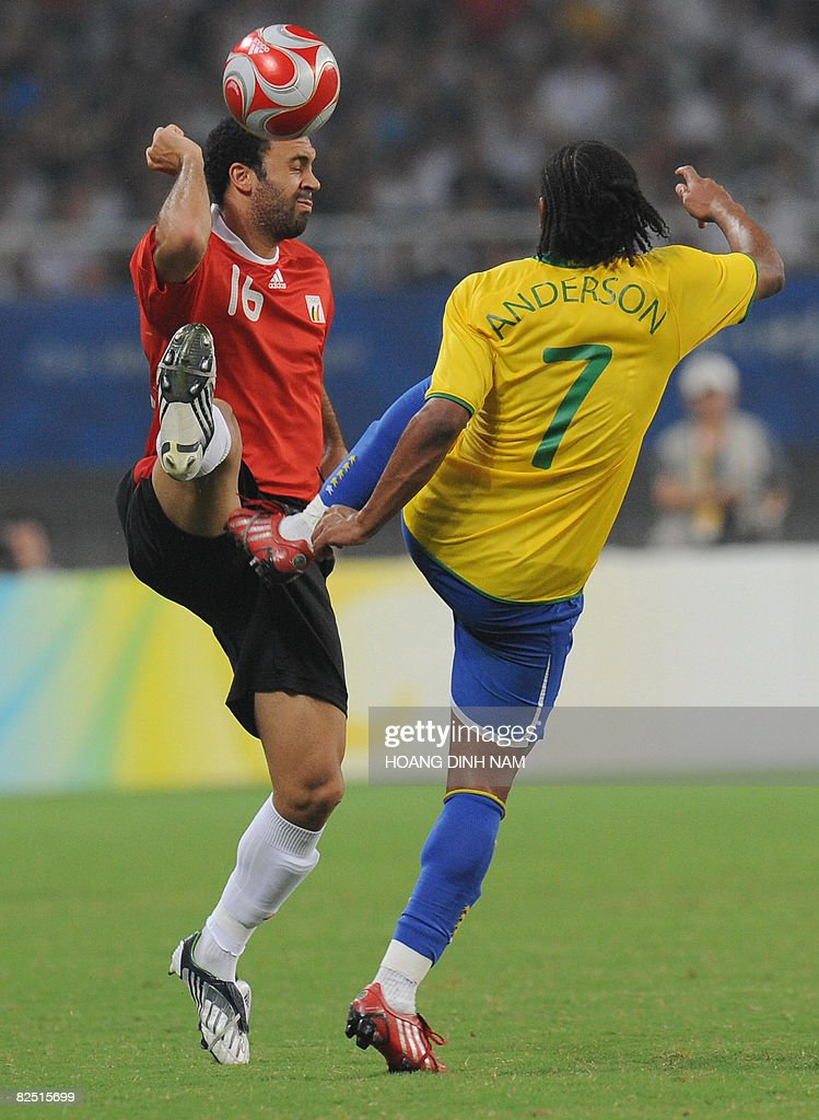 Anthony Vanden Borre of Belgium (L) fights for the ball with Anderson of Brazil during the 2008 Beijing Olympic Games men's football bronze medal match in Shanghai on August 22, 2008. Brazil defeated Belgium 3-0. AFP PHOTO/HOANG DINH Nam