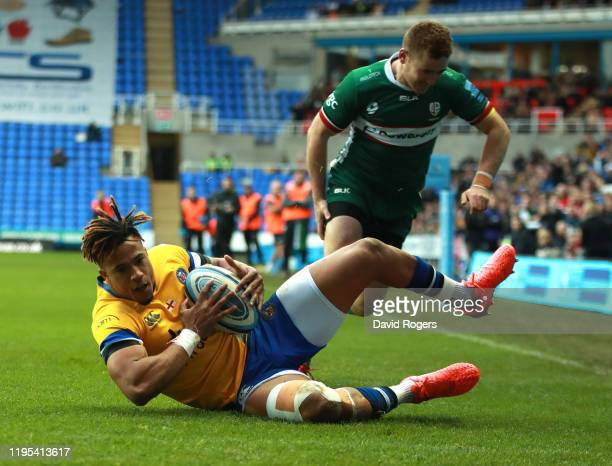 Anthony Watson of Bath dives over for their second try during the Gallagher Premiership Rugby match between London Irish and Bath Rugby at the...