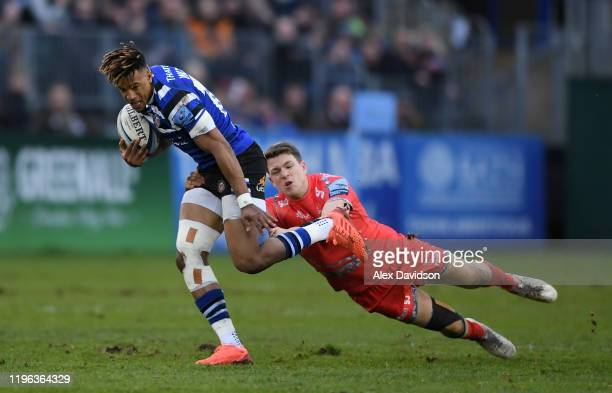 Anthony Watson of Bath Rugby breaks the contact of Sam James of Sale Sharks during the Gallagher Premiership Rugby match between Bath Rugby and Sale...