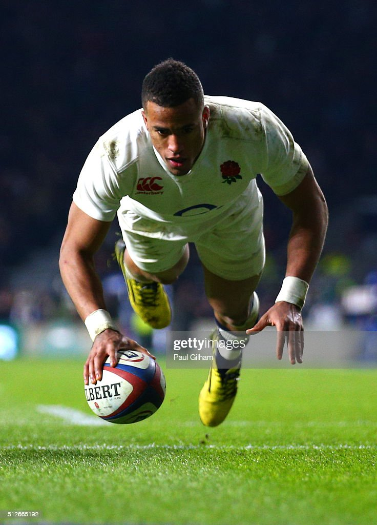 Anthony Watson of England scores his team's first try during the RBS Six Nations match between England and Ireland at Twickenham Stadium on February 27, 2016 in London, England.