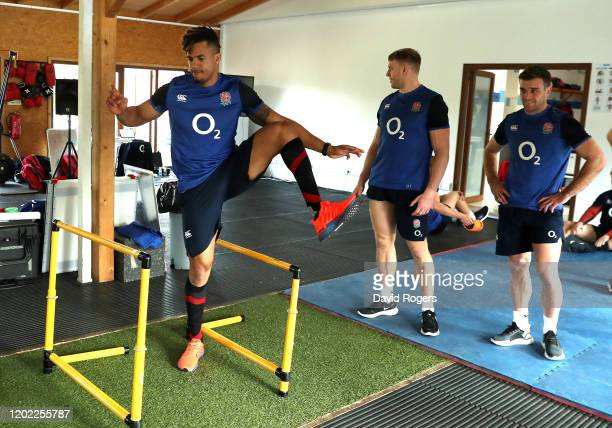 Anthony Watson stretches during the England gym session on January 27, 2020 in Albufeira, Portugal.